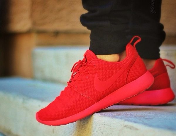 red nike mens shoes